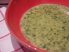 Leckere Spinat-Linsensuppe in der Low Carb-Variante. Wenn es schnell gehen soll, und die Lust zu kochen winzig klein ist.