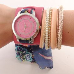 Relógio de Couro Rosa com tecido colorido.    www.relogiosdadora.com.br