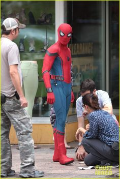 spider man swings into action on set 09