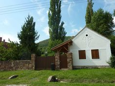 Hungary, Countryside, Traveling, Cabin, Facebook, House Styles, Home, Viajes, Cabins