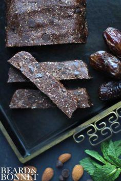 Thin Mint Lära Bars {Beard and Bonnet} #glutenfree #vegan #raw