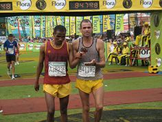Blind runner and his guide crossing the finish line at the Comrades Ultra Marathon, Durban, South Africa, Comrades Sports Fanatics, Ultra Marathon, Tennis Tournaments, Babe Ruth, Sports Stars, Summer Winter, Ice Hockey, Olympic Games, American Football