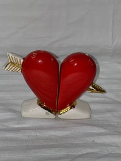 Luxury Cushions, Moroccan Wedding, Vintage Heart, Vintage Holiday, Kitsch, Green And Gold, Really Cool Stuff, Valentines Day, 2 Photos