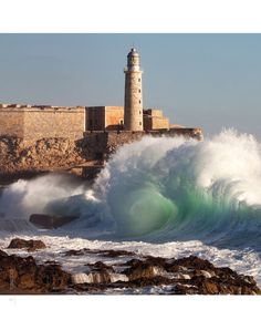 Lighthouse in Cuba....don't really wanna visit, but the pic is amazing.