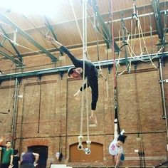 Thanks for letting me play on painful dance trapeze @bexi_ :) #aerialtricks #circusstrong #circusaroundtheworld #dancetrapeze #statictrapeze #trapeze #trapezetricks #trapezeartist #aerialtrapeze #aerialist #aerialistlife #aerialistsofinstagram #aerialcircus #circus #aerialfun #aeriallove #aerialeverydamnday