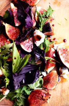 Figs with basil, goat cheese and pomegranate vinaigrette: YUM