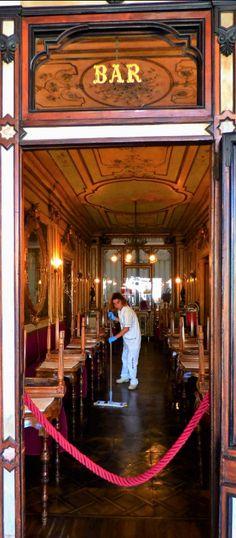 """Reinemachen in der Bar des """"Florian"""", Markusplatz, Venedig - Foto: S. Hopp"""