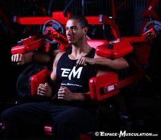 Les élévations latérales à la machine pour muscler les épaules. #musculation #delts #exercice #bodybuilding #workout #fitness #exercise