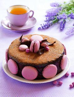 ТОРТ. Черносмородиновые торт и макаронс Chocolate cake with black currant.
