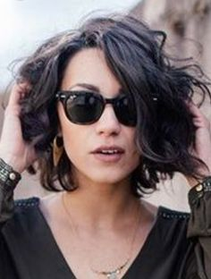 The Trend Of Bob Haircut Will Touch Your Heart This Summer - Page 22 of 22 - Dazhimen Wavy Bob Haircuts, Curly Bob Hairstyles, Short Curly Hair, Short Hair Cuts, Cool Hairstyles, Layer Haircuts, Bobs For Curly Hair, Bob Haircut Curly, Medium Hair Styles