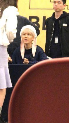 baekhyun at the busan fansign!!!
