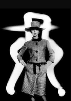 Dorothea McGowan in Yves Saint Laurent, 1962. Photo: William Klein.