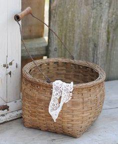 French egg basket ......LOVE ANTIQUE BASKETS