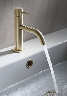 Brass is becoming an increasingly popular bathroom trend at the moment. The Crosswater MPRO Brushed Brass bathroom tap gives a really luxurious feel to the bathroom. Bathroom Niche, Brass Bathroom, Bathroom Trends, Modern Bathroom, Small Bathroom, Bathroom Ideas, Bathroom Interior Design, Bathroom Styling, Shower Together