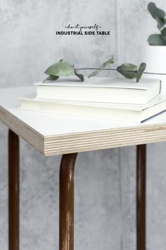 Beistelltisch selber bauenDie Anleitung inkl. Video findet ihr auf meinem Blog! | Möbel selber bauen | industrial style wohnen | IKEA Hack | DIY Wohnen | DIY Möbel Diy Interior, Diy Upcycling, Upcycle, Industrial Side Table, Diy Inspiration, Cool Diy Projects, Diys, Ikea, Crafty