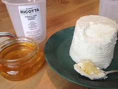 Chris took Basket Ricotta to the Norwich Farmer's Market! Cheese Making Supplies, Milk And Cheese, Artisan Cheese, Cheese Cloth, How To Make Cheese, Farmers Market, Ricotta, Basket, Easy