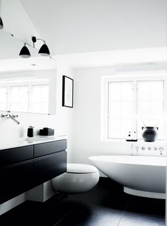 Black & White | Modern Minimalist Bathroom | Contemporary Design #inspiration #nakedstyle