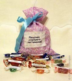 Мешочек хорошего настроения. Отличная идея подарка. Конфетные пожелания-напутствия вырезаем и ...