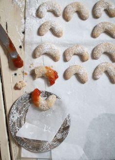 vanillekipferl Food Design, Christmas Baking, Christmas Holidays, Cupcake Cookies, Cupcakes, Crescent Cookies, I Love Food, Recipe Box, Donuts
