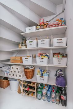 50 Trendy Kitchen Organization Ideas Tips Organisation Home Organisation, Kitchen Organization, Kitchen Storage, Kitchen Decor, Organization Ideas, Pantry Storage, Organizing Tips, Bathroom Storage, Stair Storage