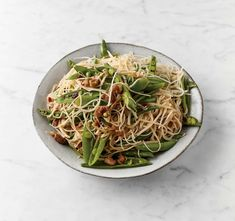 Jamie Oliver's 5-ingredient Sweet and Sour Chicken Noodles - The Happy Foodie Jamie Oliver Stir Fry, Chef Jamie Oliver, Chicken Stir Fry With Noodles, Chicken Noodle Recipes, Rice Noodles, Jamie Oliver 5 Ingredients, Jaimie Oliver, 5 Ingredient Dinners, 5 Ingredient Recipes