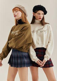Female Pose Reference, Pose Reference Photo, Look Fashion, Korean Fashion, Fashion Design, 70s Fashion, French Fashion, Vintage Fashion, Fashion Poses