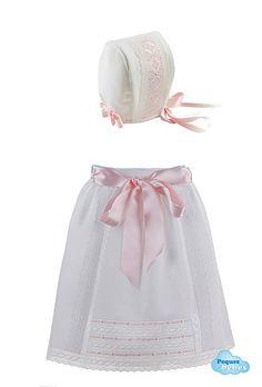 Conjunto de faldón de cintura y capota de piqué a juego para recién nacidos y bebés http://www.pequesybebes.es/ropa-bebe-batones/331-conjunto-faldon-gorro-bebe-batista-suiza.html