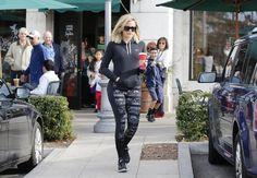 Khloe Kardashian Photos - Khloe Kardashian Stops By Starbucks - Zimbio