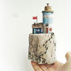 Островок~ дрифтвуд-арт. ЗАНЯТ. ............ * Островок сделан из дерева-дрифтвуд + акриловые краски, гвоздики, проволока. * Высота композиции 16,5 см. * Доставка только по России. * Бережное обращение, не для игры. * Only for Russia, sorry ............ #island #lighthouse #handmade #ленатом #ручныедомики_ленытом #ручнаяработа #маяк #подарки #морской #вдохновениерядом #издерева #дрифтвуд #driftwood #мечтайте #мечтать #моревнутри #мореморе #домик #мечтатель #littlehouse #морезовет #сделано...