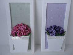 Quadro de flores artificiais em eva, com fundo em tecido Medida 30x15. R$ 139,00