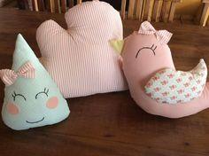 Este preço é referente ao trio de almofadas  Composta por:  - almofada passarinho tamanho médio  -gota pequena  - nuvem média    Consultar cores e estilos de tecidos