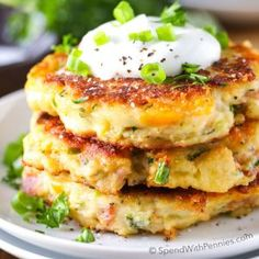 Recipe, grocery list, and nutrition info for Loaded Mashed Potato Cakes This recipe for Loaded Mashed Potato Cakes is the perfect use for leftover mashed potatoes! Everyone raves about these potato pancakes and beg for more! Mashed Potato Bombs, Mashed Potato Patties, Loaded Mashed Potatoes, Leftover Mashed Potatoes, Mashed Potato Recipes, Potato Cakes, Potato Dishes, Mashed Potato Fritters Recipe, Savoury Recipes
