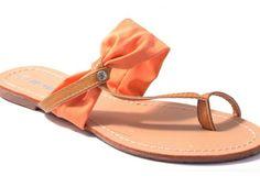 Slipper oranje € 14,95  Kijk op https://www.facebook.com/pages/Zus-en-Zo-Schoenen/268714696607379