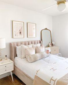 Blush Bedroom Decor, Dusty Pink Bedroom, Pink Room, Bedroom Inspo, Home Decor Bedroom, House Beds, House Rooms, Boudoir, Aesthetic Room Decor