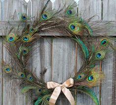 idée de décoration d'intérieur ou d'extérieur avec plumes de paon