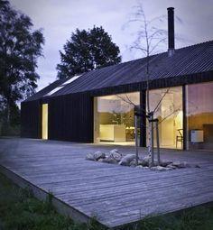 Dach + Fassade einheitlich + rahmenlose Fenster
