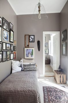 Best elegant small bedroom design ideas with stylish, art touching, and clean design. Small bedroom is best choice for your home with small space. Single Bedroom, Small Room Bedroom, Small Rooms, Home Bedroom, Bedroom Decor, Single Beds, Small Bedroom Paint Colors, Simple Bedroom Small, Small Single Bed