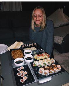 Sushi anyone? || @clautessari || 10% de descuento en tu último pedido del año con el código FINDETOP