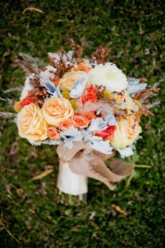 beautiful fall bouquet, love the light blue accents with the peach & tan. Also, notice the natural accents the burlap underneath adds.