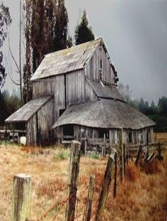 cc Old Grey Country Barn. Old Buildings, Abandoned Buildings, Abandoned Places, Barn Pictures, Country Barns, Country Living, Barns Sheds, Farm Barn, Old Farm Houses