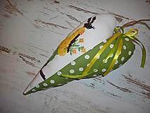 Veľká Noc - Vyšívané srdiečko so zajačicou_zelené+žlté šaty - 5093733_