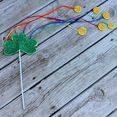 Make a cute St. Patrick's Day wand using craft foam and glitter. This easy project is lots of fun. St Paddys Day, St Patricks Day, Saint Patricks, Recycled Crafts Kids, Crafts For Kids, Foam Crafts, Craft Foam, Luck Of The Irish, Irish Luck