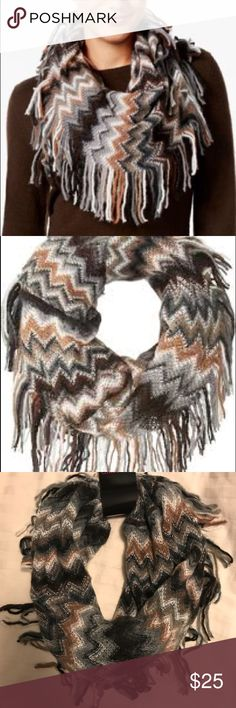 Steve Madden Cowl Infinity Scarf (Fringe) NWT •NWT , never worn •All over zig zags • 98% acrylic , 1% polyester , 1% metallic  • smoke free/ pet free home   •neutral colors can go perfect with any outfit! It's easy to throw on and leave the house ~ Steve Madden Accessories Scarves & Wraps