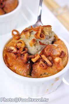 Thai Taro Custard - ขนมหม้อแกงเผือก  FoodTravel.tv Recipe Asian Desserts, Asian Recipes, Ethnic Recipes, Chinese Desserts, Taro Recipes, Thai Cooking, Cooking Food, Coconut Custard, Thai Dessert