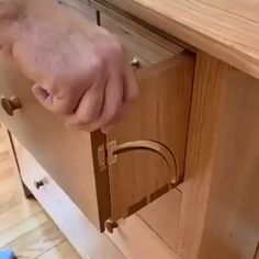 Japanese Woodworking Bench - Portable Woodworking Bench - - Woodworking Tips - Woodworking Projects Beginner - Unique Woodworking, Beginner Woodworking Projects, Popular Woodworking, Woodworking Techniques, Woodworking Furniture, Woodworking Crafts, Woodworking Tools, Diy Furniture, Woodworking Jigsaw