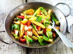 Kartoffelpfanne mit Paprika, Oliven und Chicoree Rezept | LECKER