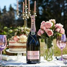 In order to find the ideal bottle of bubbly for your special occasion, we uncork the best Champagne brands in the world that are sure to please every palate. Good Evening Messages, Good Evening Wishes, Champagne Brands, Best Champagne, Dyi, Good Night Gif, Best Decor, Happy Friendship Day, Tea Time
