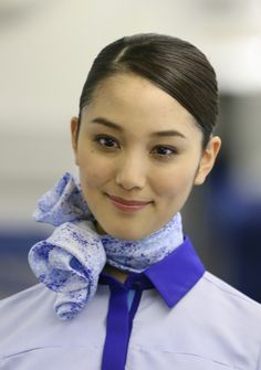 Beautiful Scarves, Cabin Crew, Flight Attendant, Bandanas, Silk Scarves, Funny Pictures, Female, Makeup, Beauty