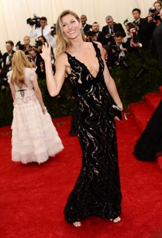 2014 #MetGala Fashion: Gisele Bundchen in Balenciaga
