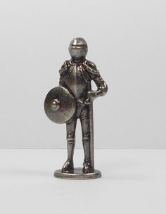 Kinder Surprise Egg Toy - Metal Figure - Ferrero - Medieval Figure (1)